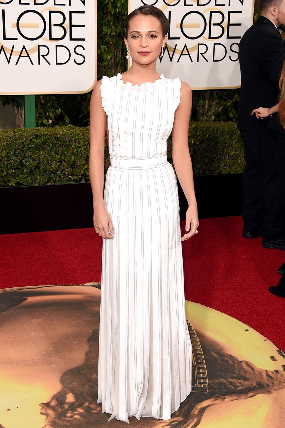 golden-globes-2016-alicia-vikander11